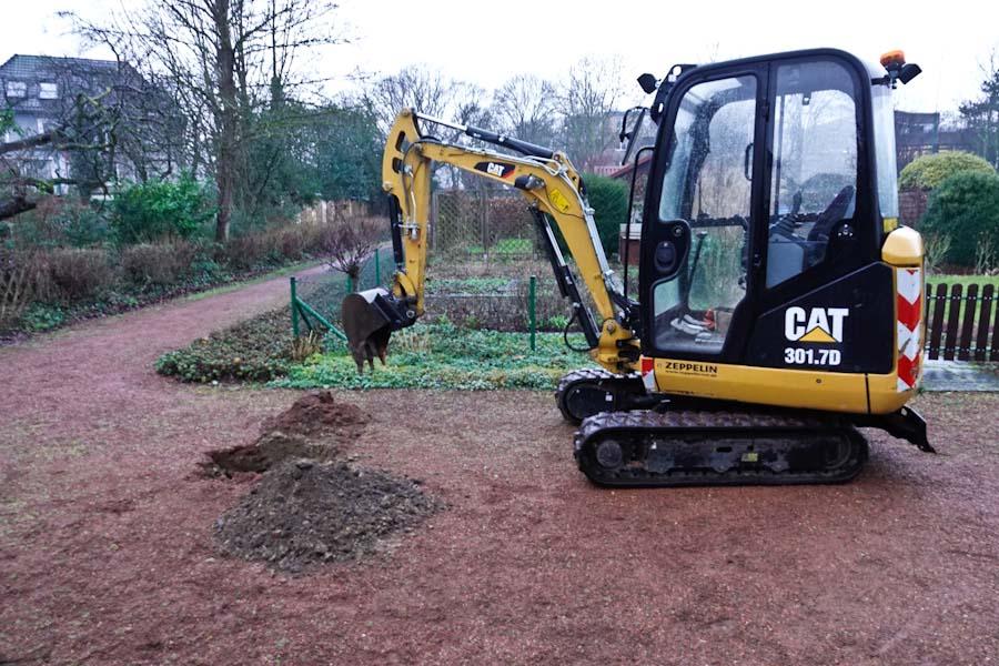 Bodenprobe-Entnahme auf den Wegen in unserer Kleingartenanlage